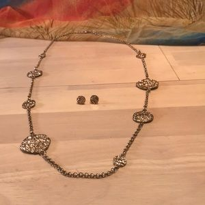 """EUC Ladies 32"""" Gold Toned Necklace and Earrings"""